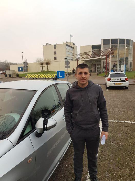 Geslaagd bij Autorijschool Zuiderhout_Gagik.jpg